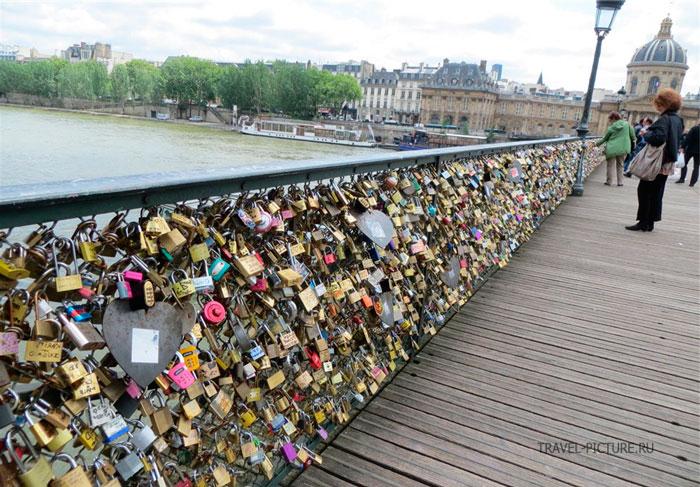 во франции обрушился мост любви