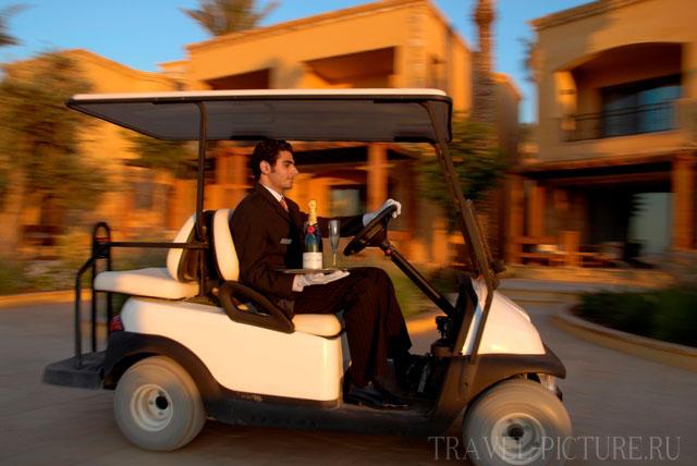 Электромобиль в отеле Kempinski Hotel Ishtar Dead Sea 5* для состоятельных гостей