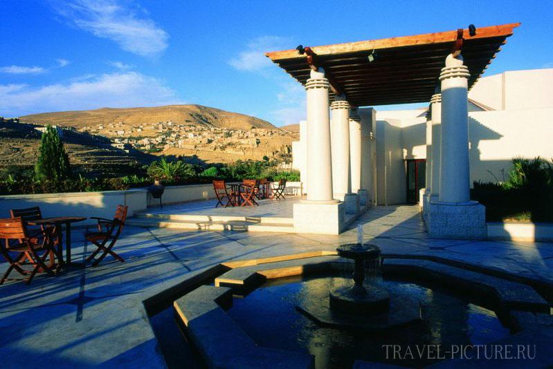 Забронировать номер в отеле Иордании возле города Петра
