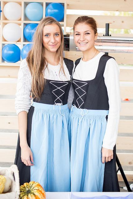 девушки на фестивале октоберфест