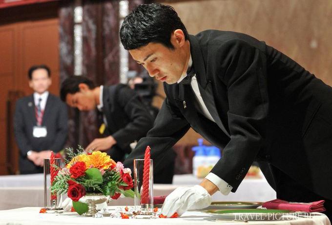 официанты в японских ресторанах