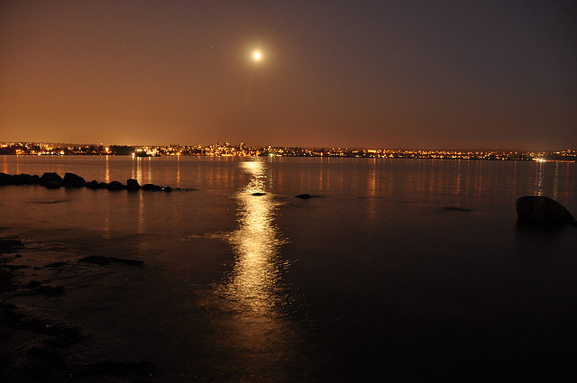 деалем фотографии ночного города