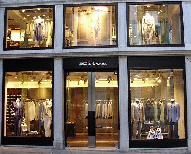 Цены на мужские костюмы в бутике Kiton