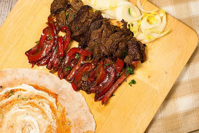 Фахитас – мясо обжаренное на гриле и завернутое в лепешку