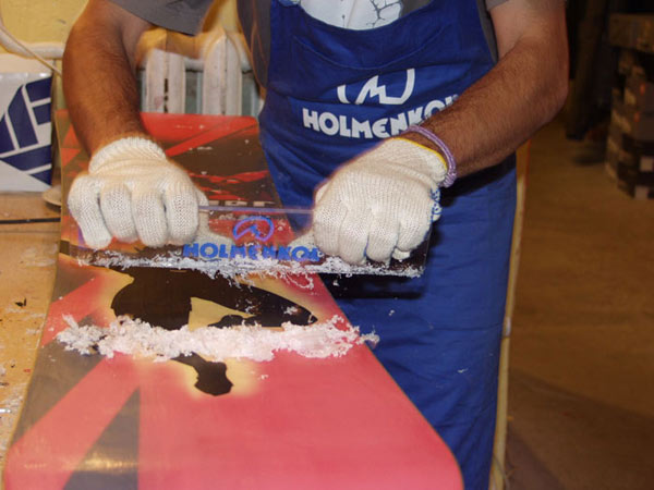 Подготовка скользящей поверхности сноуборда