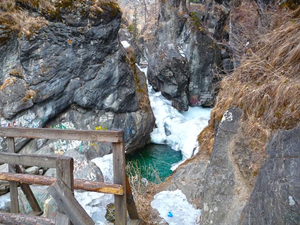 зимний водопад тункинской долины