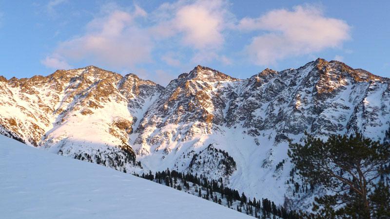 зимний закат в горах аршана