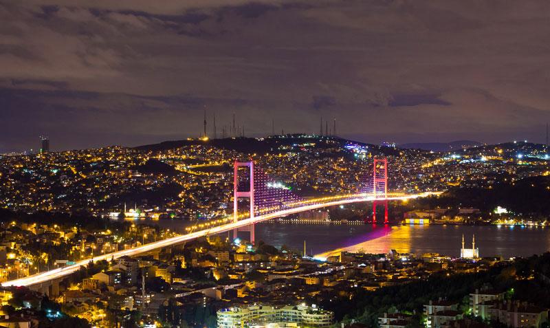 мост через Босфор ночью