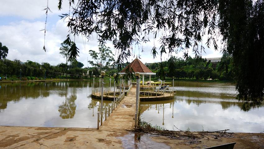 Озеро в парке цветов Вьетнам