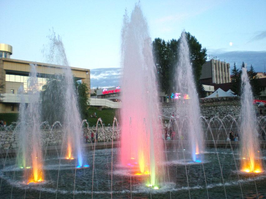 фонтан Иркутска вечером фото