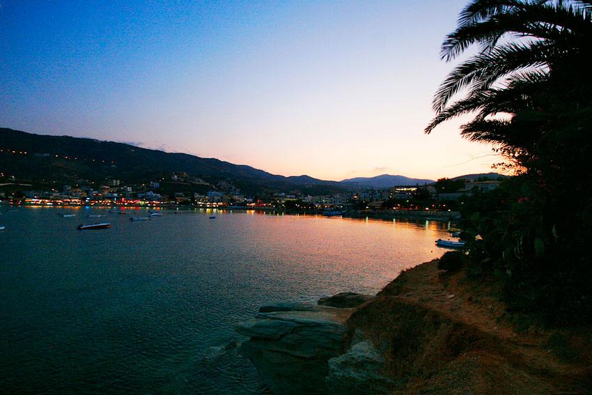 Туристическая Греция вечером