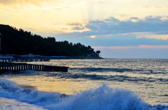 отели в сочи на берегу моря с бассейном