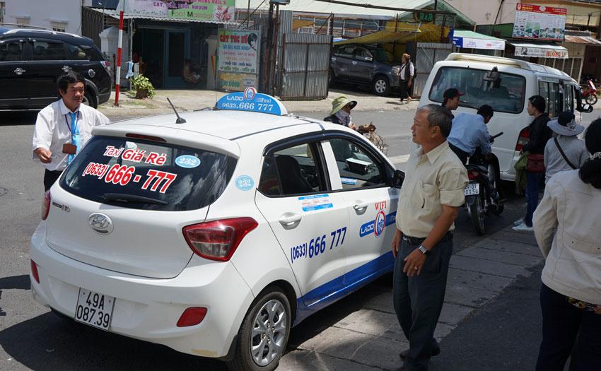 сколько стоит проезд на такси