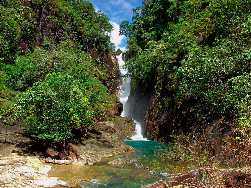 Местный водопад Klong Plu