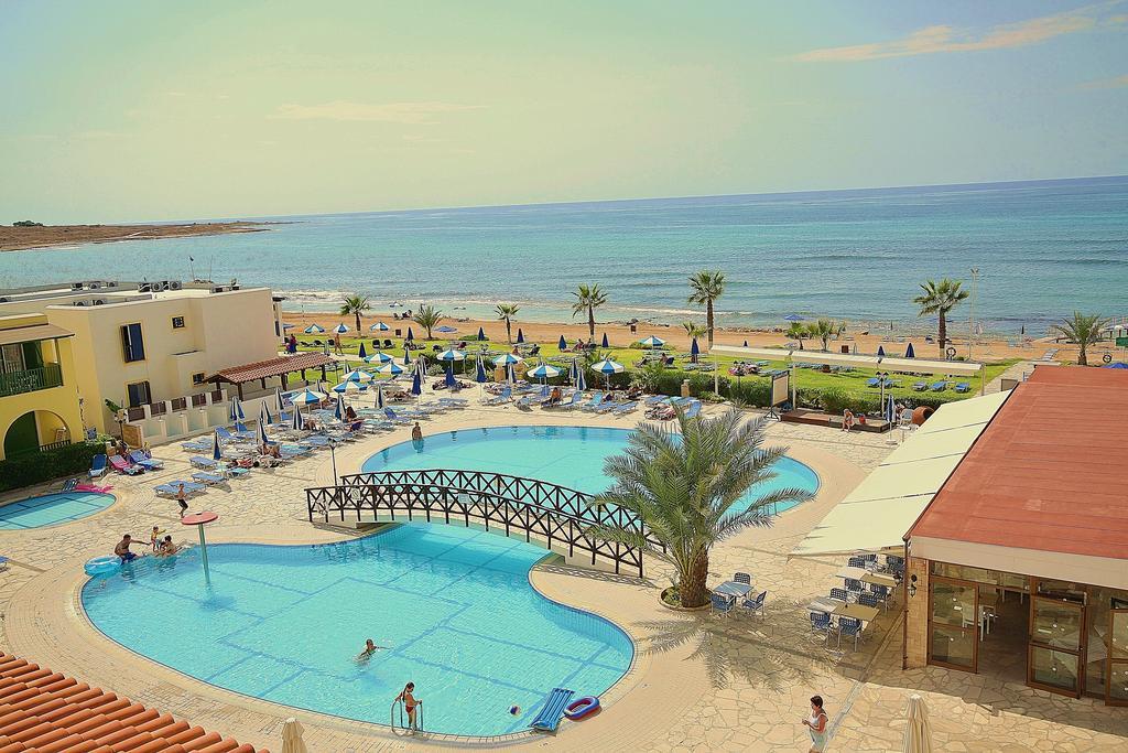 забронировать отель у моря на Кипре
