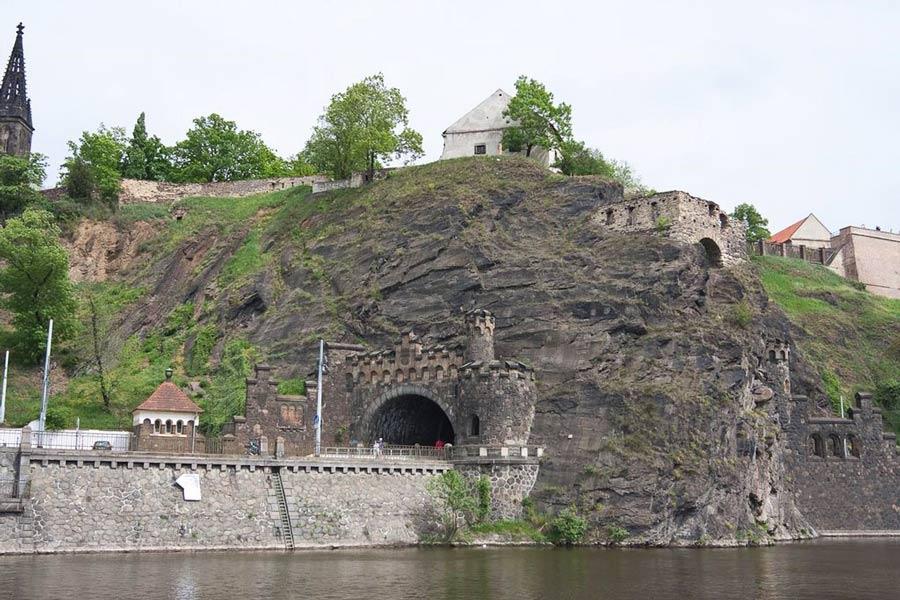 tunnel-v-vyshegradskoj-skale