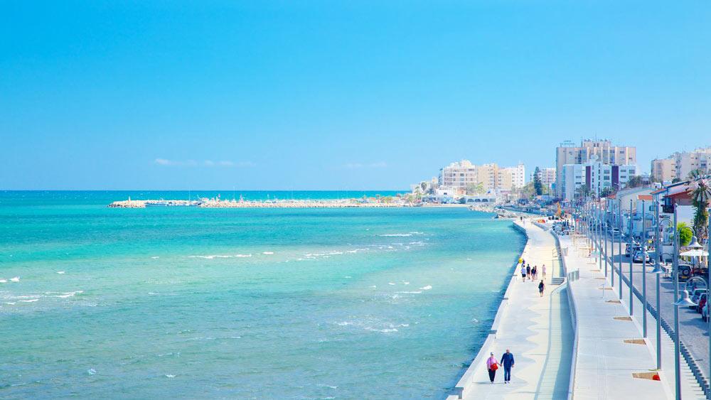 пляжи Ларнаки в Греции