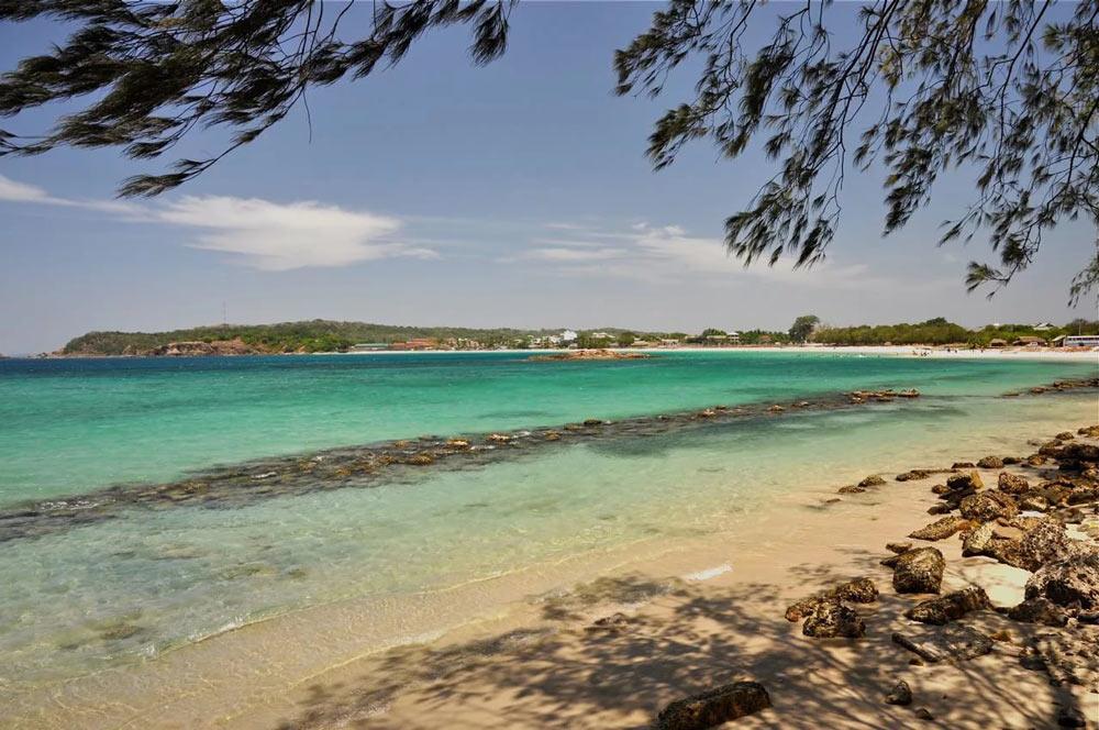 Пляж Тринкомале