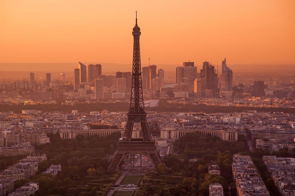 Как поехать в Париж дешево