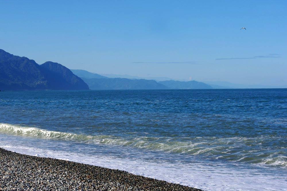 Где в Грузии песчаные пляжи и чистое море
