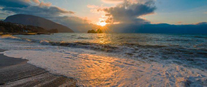 Куда съездить осенью на море