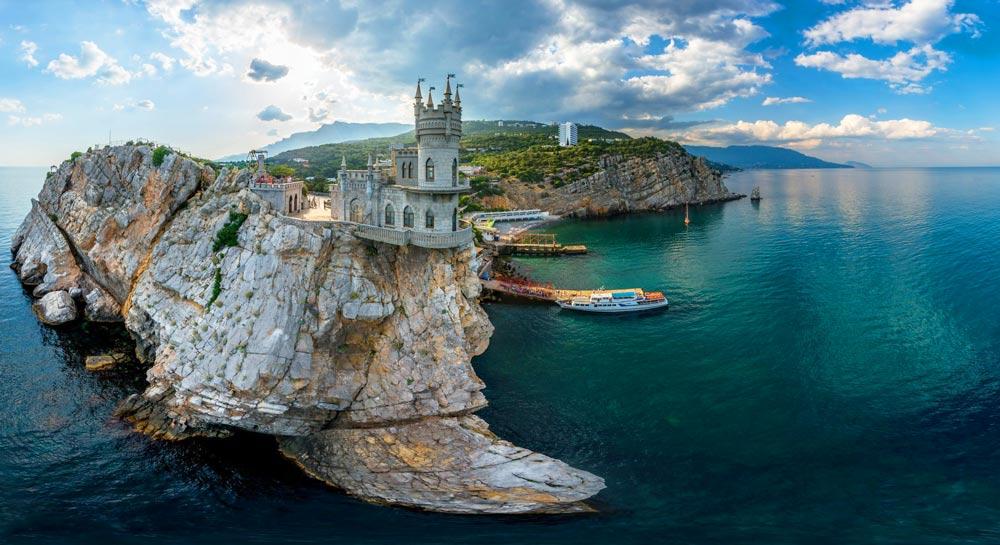 Куда съездить на море в России