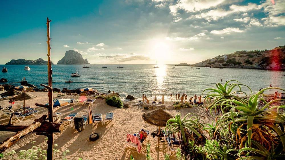 Пляжный отдых летом на Ибице