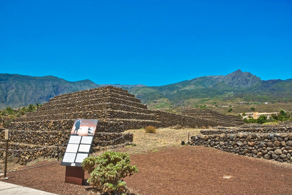 Пирамиды на острове