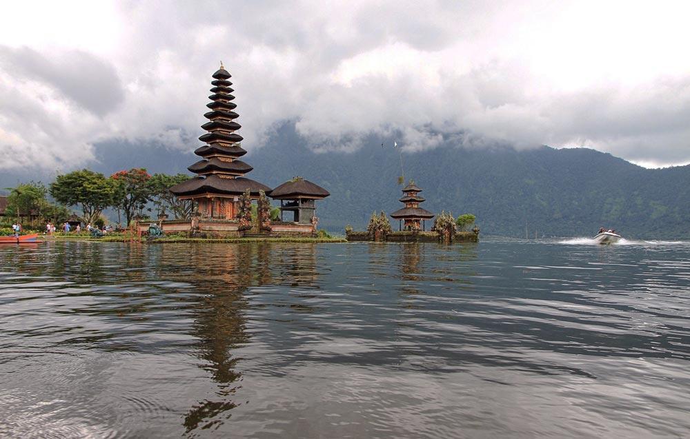 пагода в Индонезии
