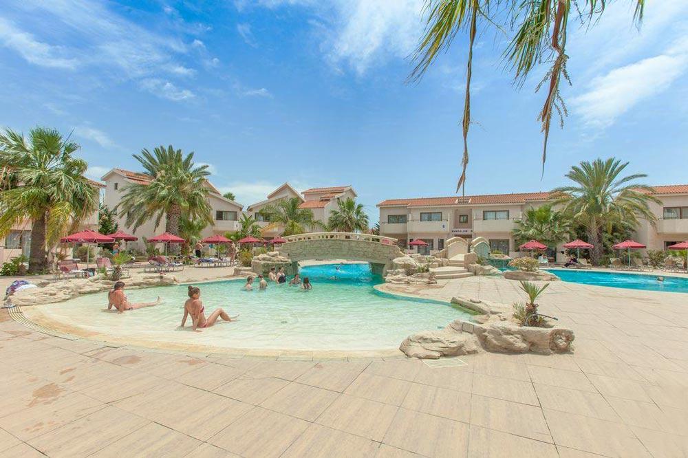 отели с бассейном для отдыха с детьми