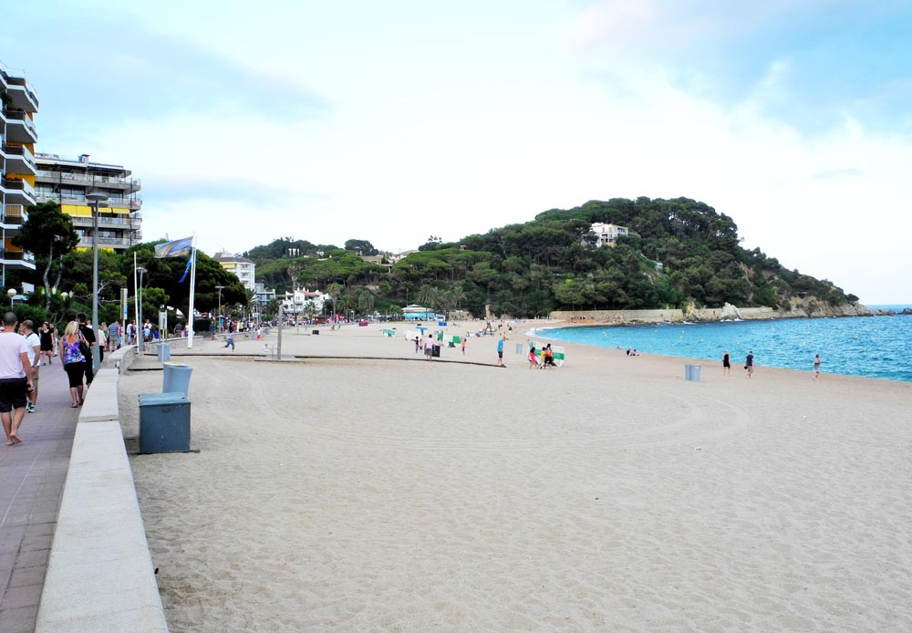 Феналс с белым песком и чистой водой