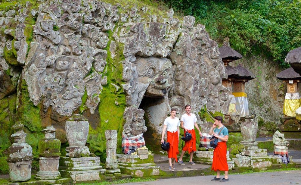 пещеры острова