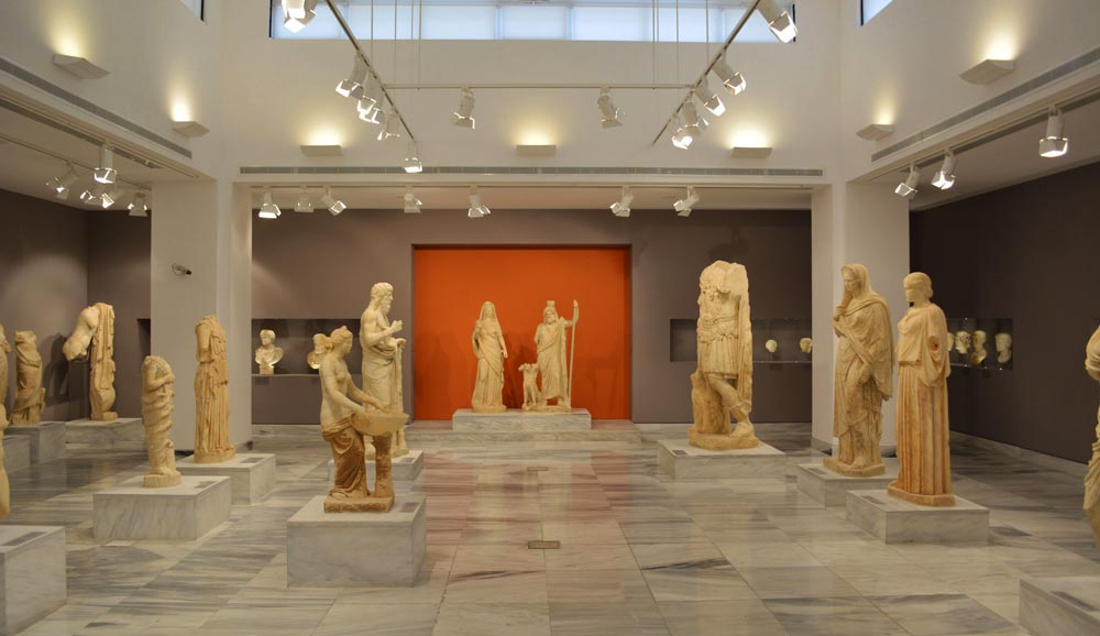 Музей в Афинах со скульптурами