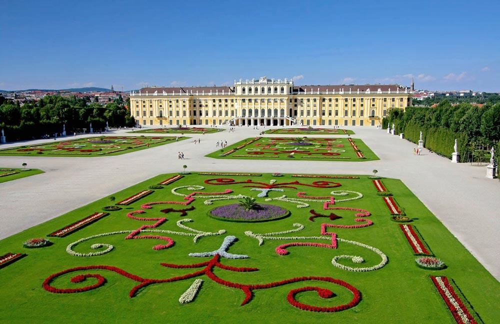 Дворцовый комплекс с парком