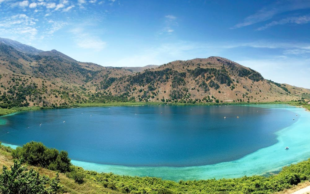 озеро рядом с морем