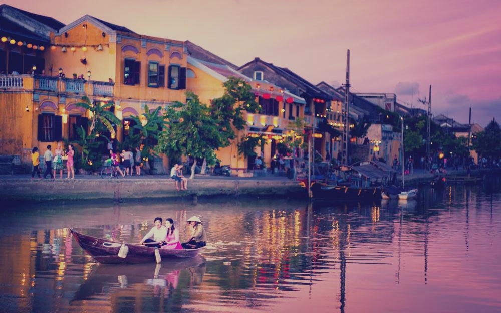 прогулка по реке в Хойане