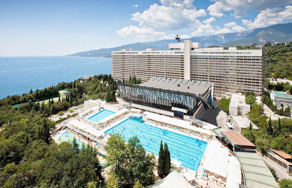 отели в Ялте с бассейном