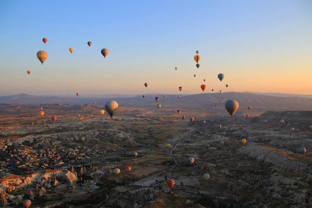полет на шаре над долиной