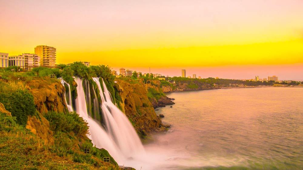 прогулка по морю к водопаду