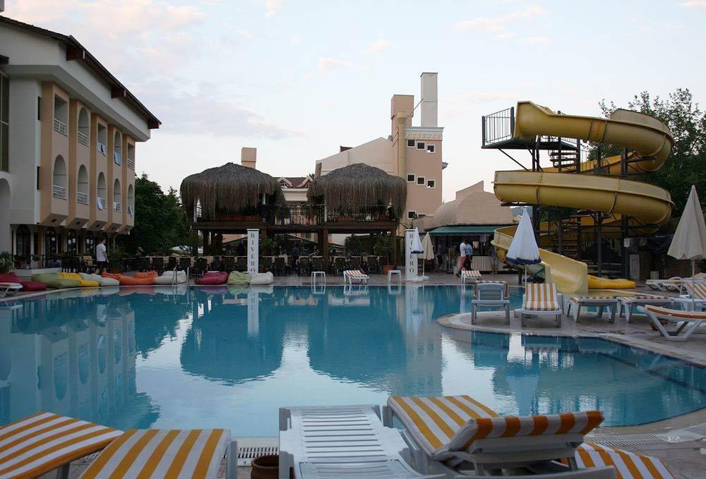 отели в центре Кемера с бассейном