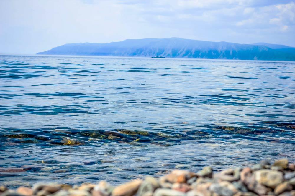 камни и волны