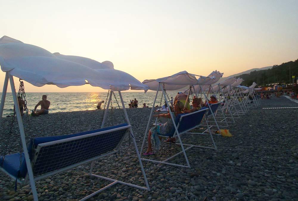 отдых вечером на берегу