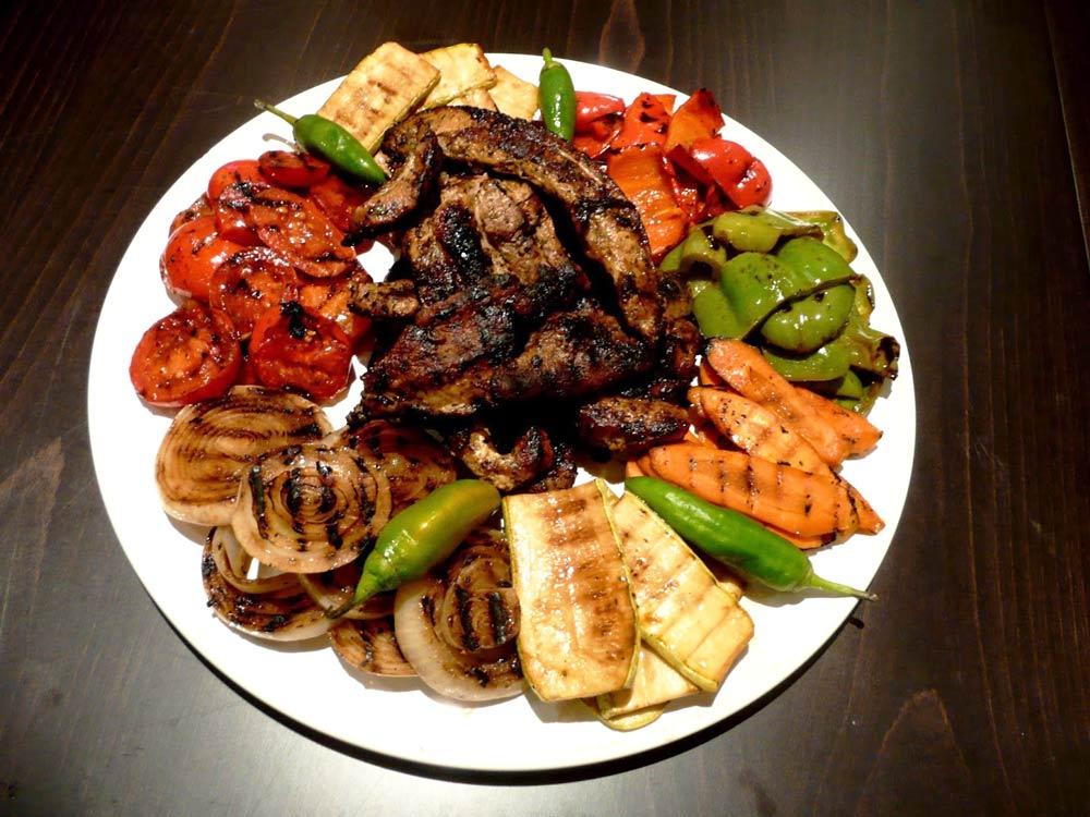Блюдо из обжаренных овощей