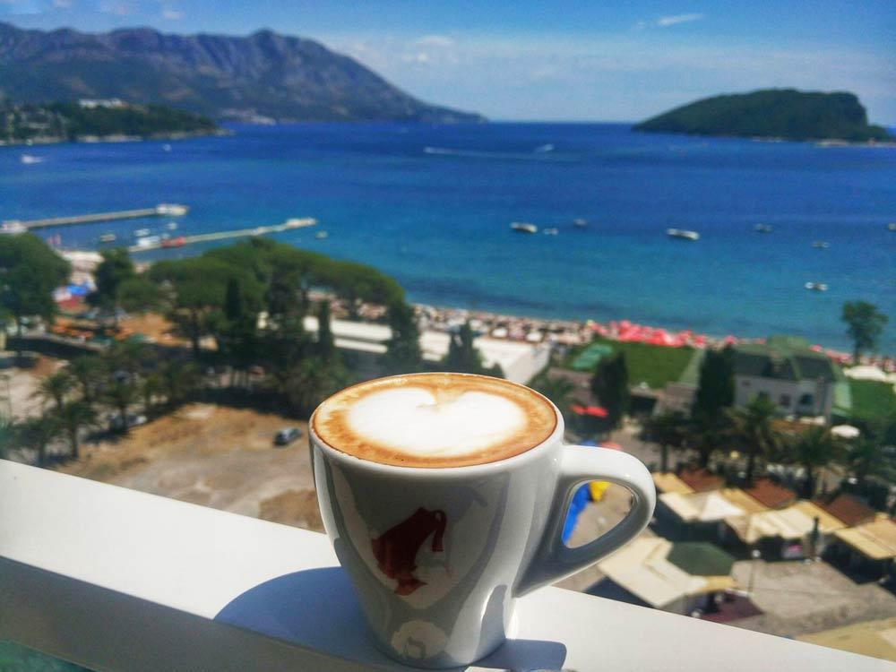 чашка кофе в отеле
