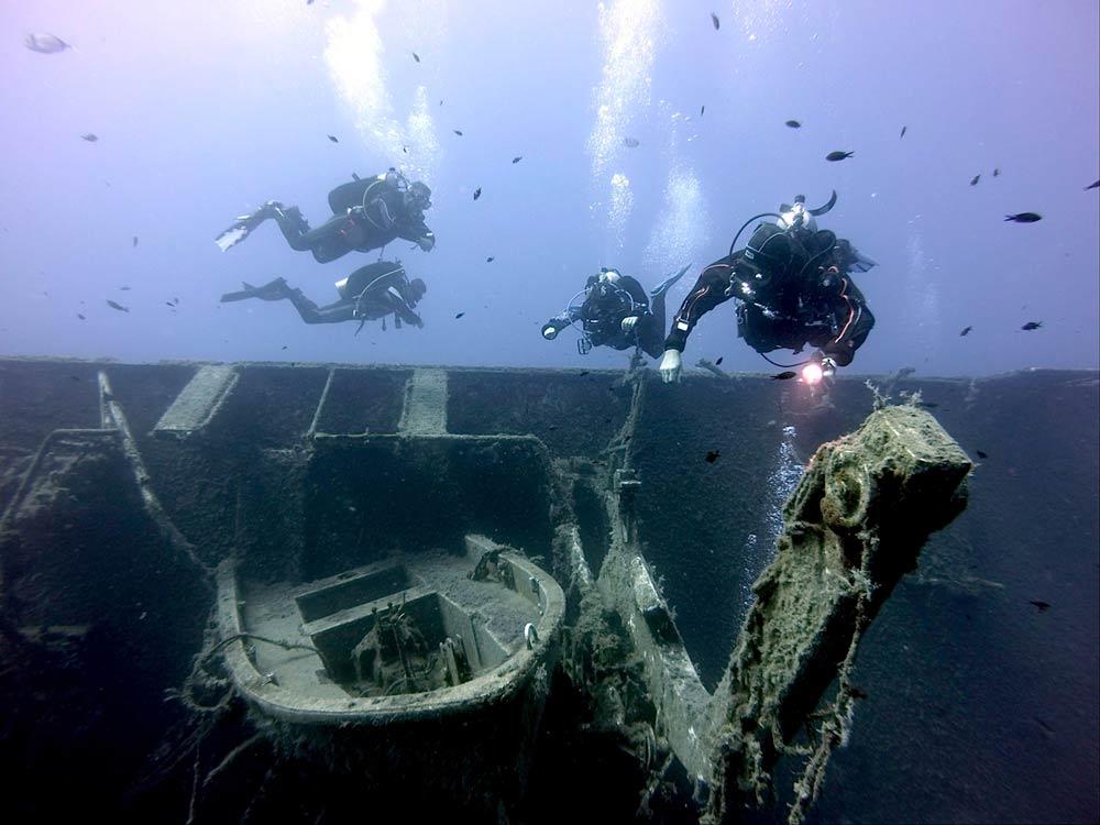 затопленый корабль на Кипре