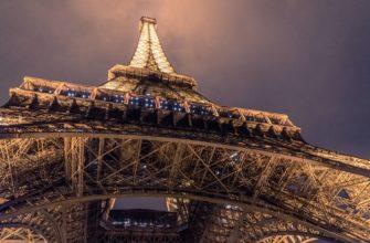 какой сувенир привезти из Парижа