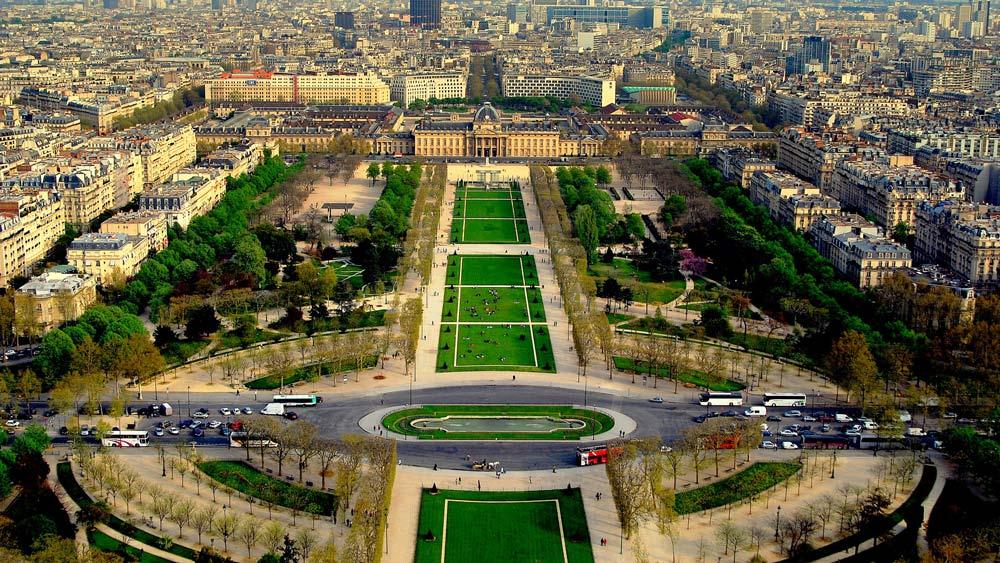 столица Франции с высоты