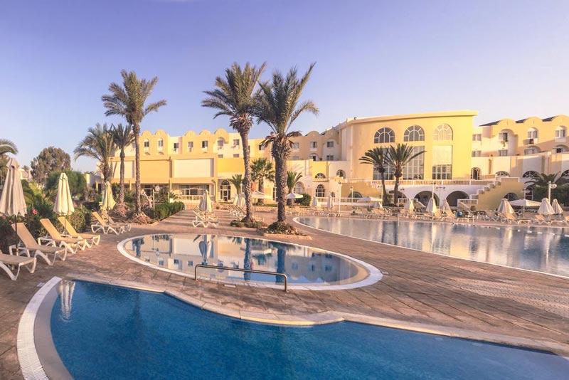 гостиницы с бассейном в Джербе