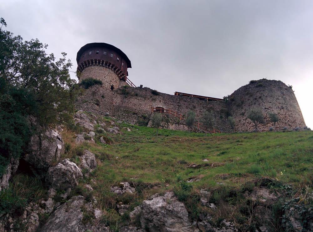 Замок Петрелла