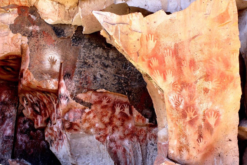 Руки в пещере